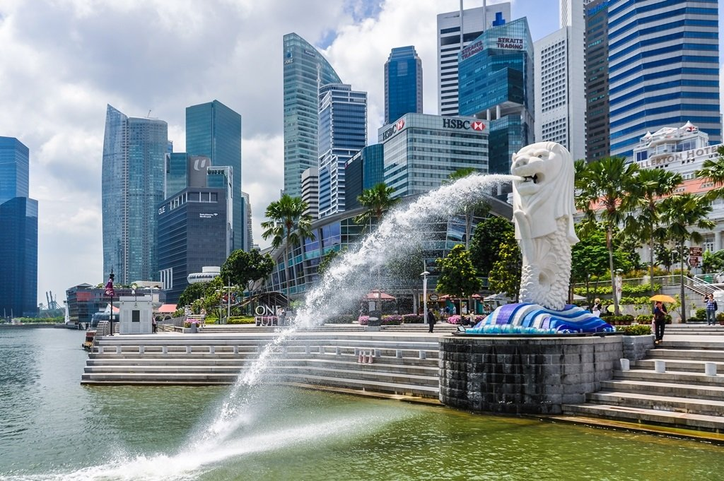 SINGAPORE - OCTOBER 29, 2012: The Lion Fountain, the symbol of the city in the city-state of Singapore; Shutterstock ID 645044452; Departmental Cost Code : 162800; Project Code: GMKT_SUP_4.9.1E; PO Number: GBLMKT/2015-082